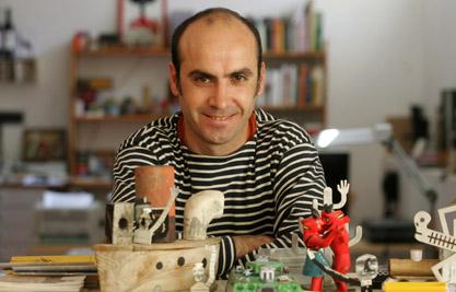 Isidro Ferrer, diseÒador en su estudio de Huesca / Foto de Javier Blasco / 30-4-08